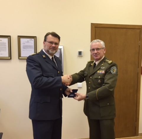Director of the NATO ENSEC COE meeting with Swedish Defence Attaché in Vilnius
